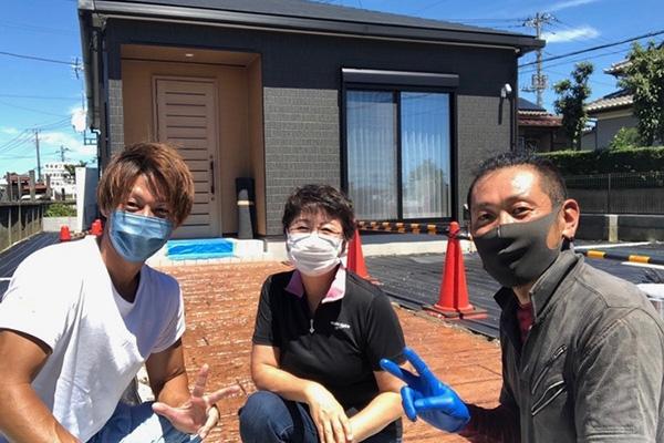 お客様と社長と三留さんの3人での記念撮影